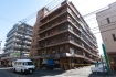 熊本地震により1階の駐車場部分が潰れ…