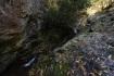 鉱山の少し上側は岩場。そこを沢が流れ…