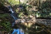 急斜面な岩場を沢が流れる場所でした。…