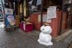 銀閣寺のメイン通りにはそこら中に雪だ…