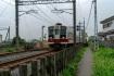 柳生駅からすぐの踏切を左へ行き、線路…